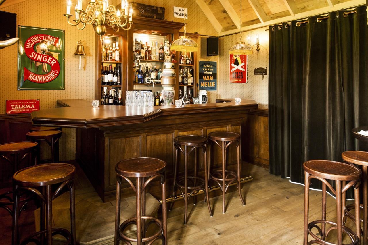 Jordaans caf amsterdamse kroeg horeca interieur mancave interieurbouw sijf dax - Behang voor restaurant ...
