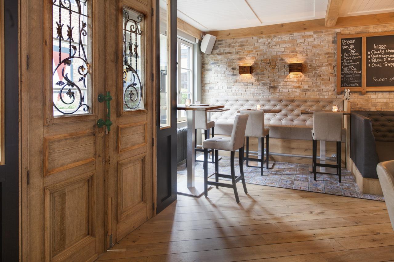 Wijnbar grand caf interieur van specyk industrieel for Industrieel interieur